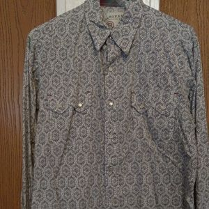 Size Medium Men's Button Down Shirt